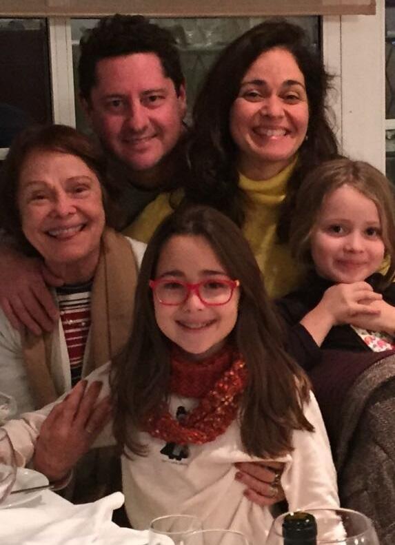 Fernando Pinto com sua mulher, sogra e filhas: do Rio para Lisboa
