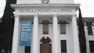 Fachada de la ESMA -Escuela de Mecánica de la Armada en Buenos Aires (Argentina).