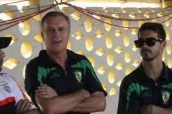 Rogério Gonçalves, treinador do Ferroviário de Nampula (centro), e Nuno da Silva, treinador-adjunto do Ferroviário de Nampula (direita).
