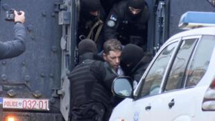 Les forces de l'ordre ont arrêté  Marko Đurić (centre), chef du bureau du gouvernement serbe au Kosovo, le 26 mars 2018.