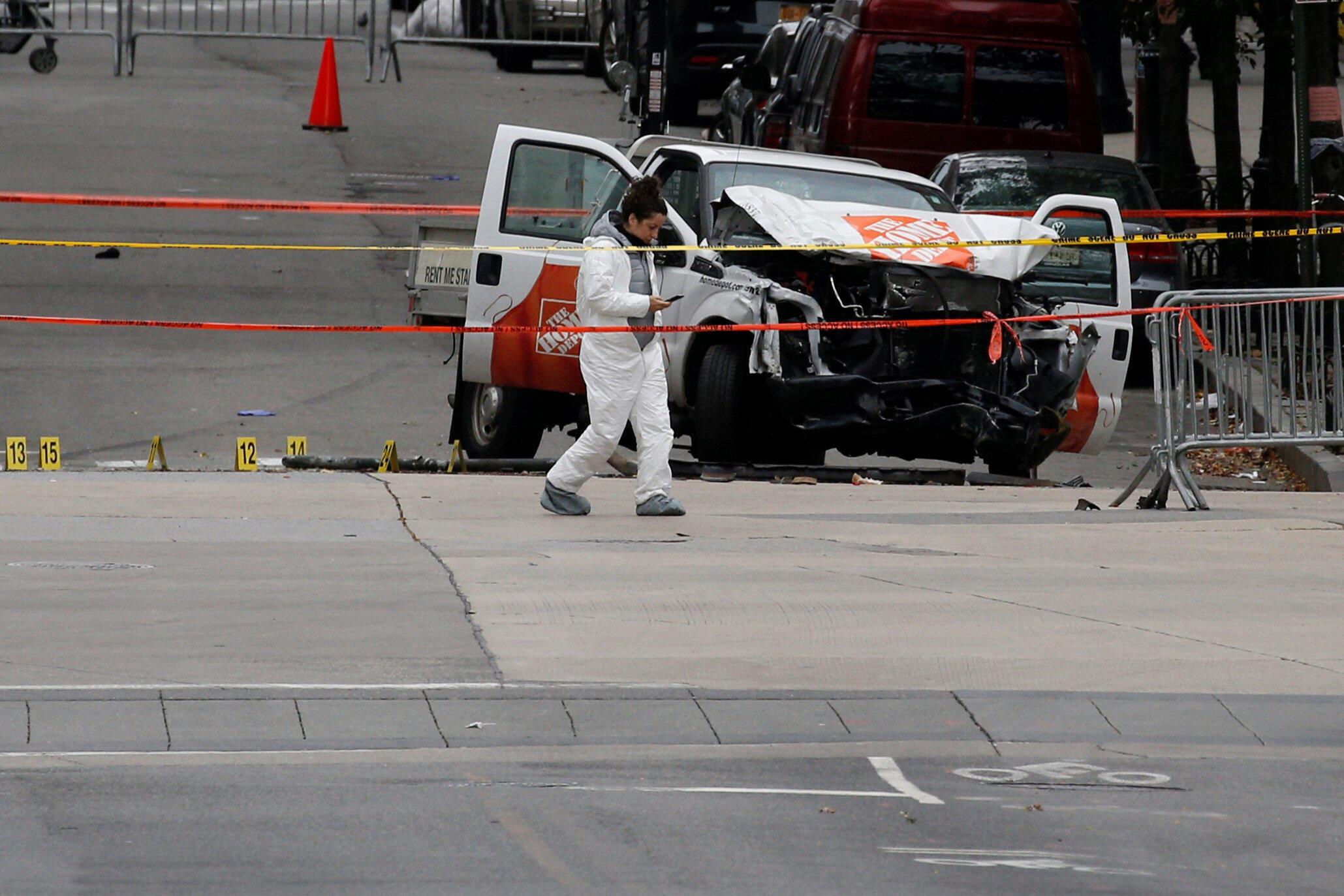 Полиция на месте теракта в Нью-Йорке 31 октября 2017 года