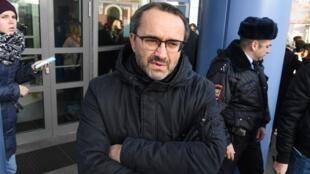 «Уверен, все те, кто хотят осудить тебя — сгинут, не оставив следа», — заявил режиссер Андрей Звягинцев, поздравляя активиста Константина Котова.
