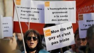"""""""Matrimonio para todos, España: 2006, Irán: 2050, Francia: 2100?"""", """"Mi hijo es gay y no es triste"""", en Nantes, Francia, el 15 de diciembre de 2012."""