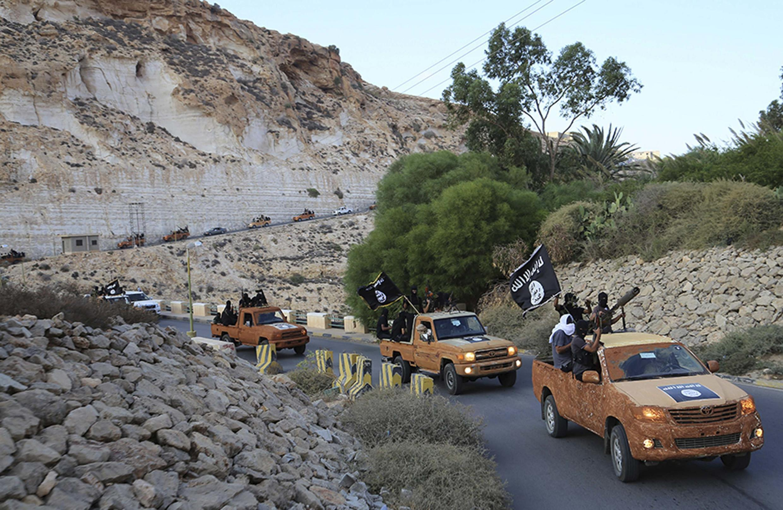 Un groupe d'islamistes se déplace dans l'est de la Libye, le 3 octobre.