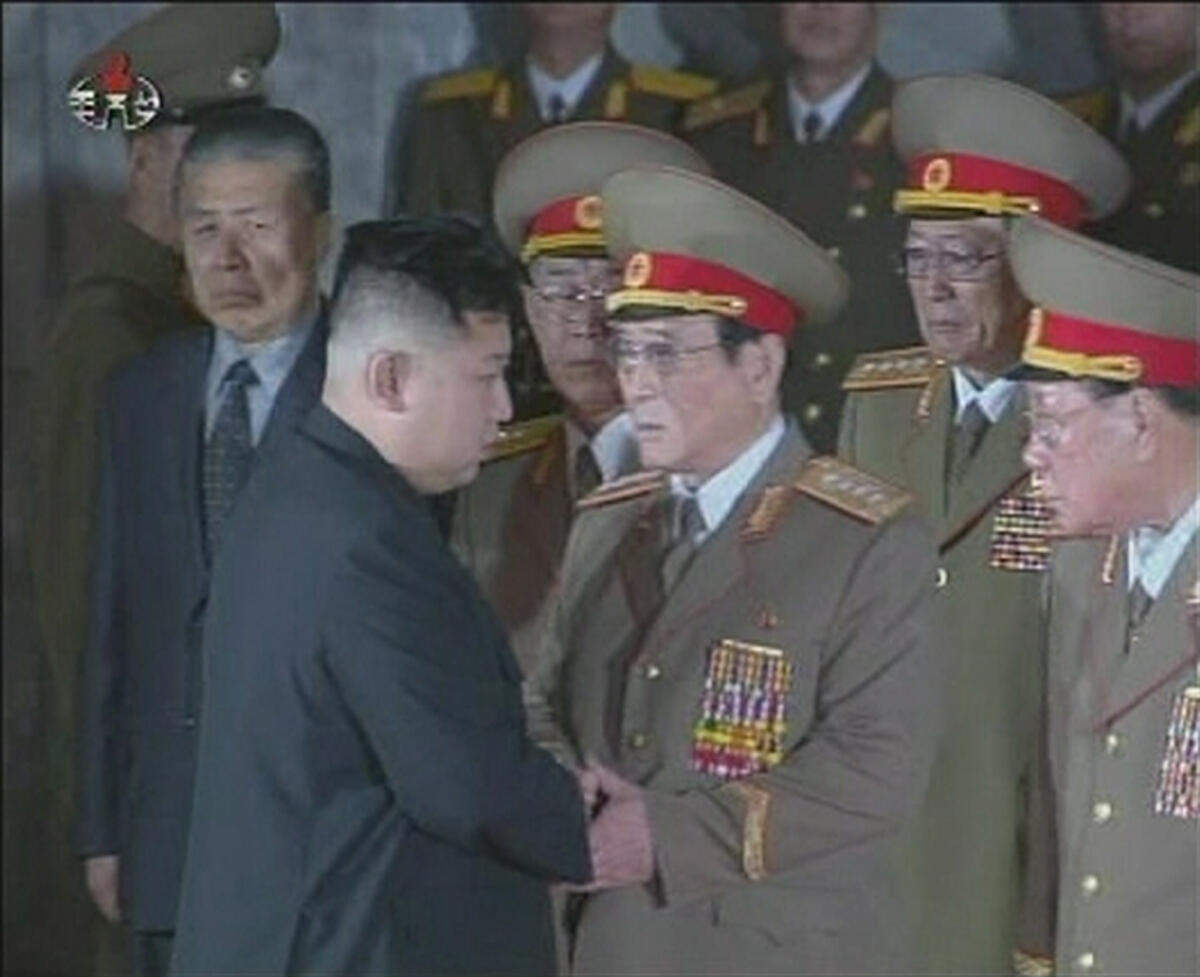 Kim Jong-un (thứ hai trái sang), 20/12/2011