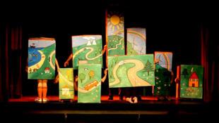 « L'Ideal club » au Théâtre Monfort (Capture d'écran).