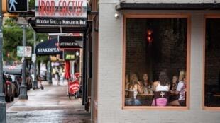 Au Texas, les restaurants et bars pourront réouvrir à 75%. Ici, une rue d'Austin, le 26 juin 2020.