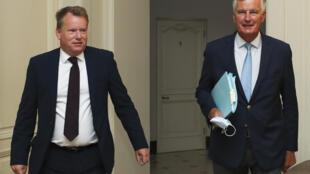 Le négociateur en chef de l'UE Michel Barnier (d) aux côtés du conseiller du Premier ministre britannique sur l'Europe David Frost à Bruxelles le 21 août 2020.