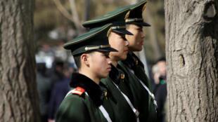 人大政协两会前夕,北京天安门广场明显加强了戒备。摄于2018年3月1日