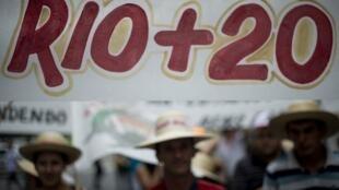 La Marche mondiale des peuples organisée en marche du sommet de Rio réunissait des ONG du monde entier, le 20 juin 2012.