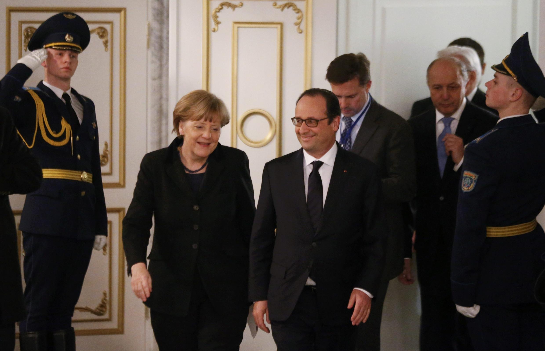 Ангела Меркель и Франсуа Олланд после переговоров по мирному урегулировании украинского конфликта в Минске 12/02/2015