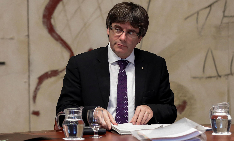 Chủ tịch vùng Catalunya Carles Puigdemont chủ trì một cuộc họp tại điện Generalitat, Barcelona, 24/10/2017.