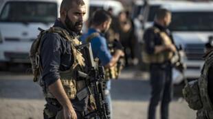 Lực lượng Kurdistan tại Syria (FDS) chuẩn bị ra chiến tuyến. Ảnh chụp ngày 10/10/2019, gần Hasakeh, bắc Syria.