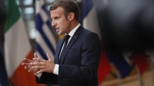 Le président français Emmanuel Macron a déclaré que «la nation toute entière sera aux côtés des enseignants».
