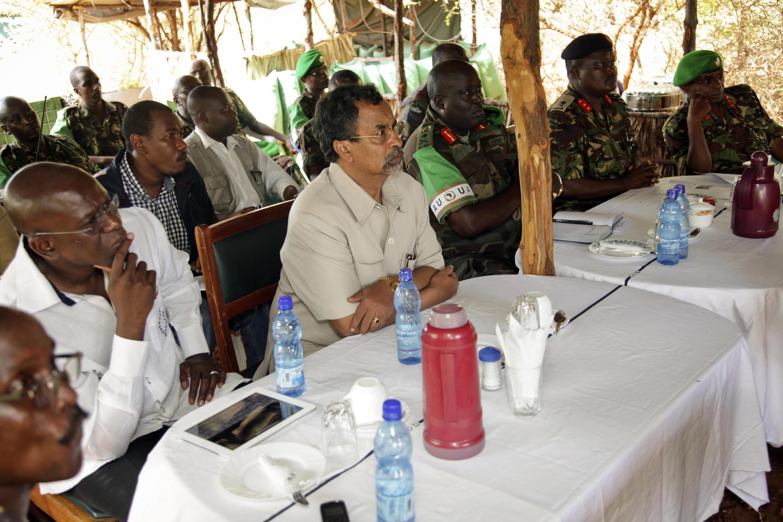 Mahamat Saleh Annadif  lors d'une réunion en Somalie dans le cadre de l'Amisom, en 2013