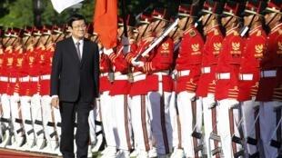 Lễ đón tiếp Chủ tịch nước Việt Nam Trương Tấn Sang tại Cung Merdeka - Jakarta (Indonesia) ngày 27/06/2013.