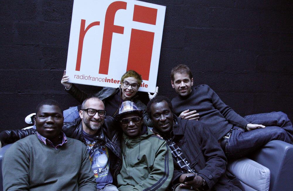 La famille avec Lucas Santtana, Kassé Mady Diabaté et Laurence Aloir à RFI.