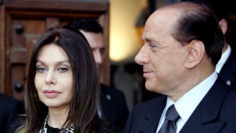 Veronica Lario e o ex-primeiro-ministro italiano viveram 30 anos juntos e tiveram três filhos.