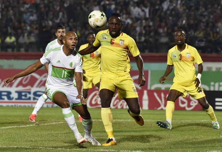 L'Algérien Yacine Brahimi (G) lors du match aller face Bénin (Archives).