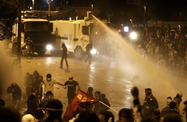 Istambul foi mais uma vez palco de protestos contra o governo na noite desta terça-feira, 4 de junho de 2013.