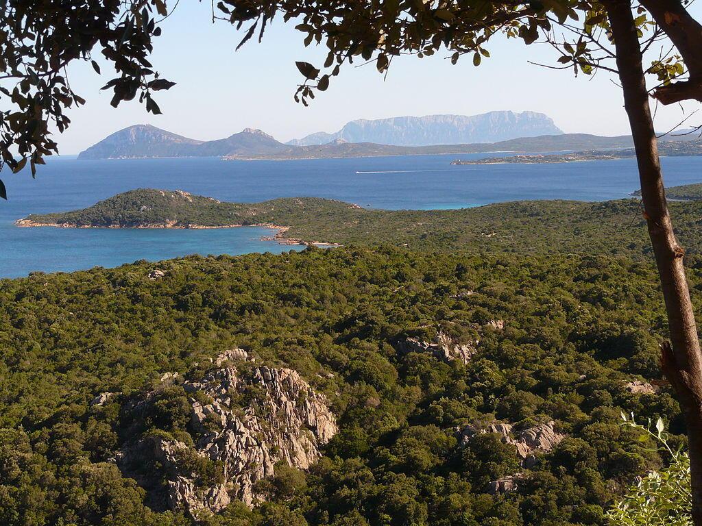 Vue de la côte d'Emeraude, au nord de la Sardaigne.