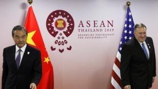 中国国务委员兼外长王毅与美国国务卿蓬佩奥资料图片