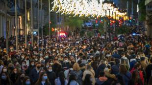 Rua no centro de Barcelona, nordeste da Espanha, na segunda-feira, 7 de dezembro de 2020.