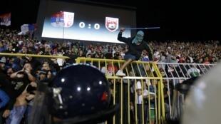 Des violences ont éclaté pendant le match Serbie-Albanie, après l'irruption d'un drone dans le stade, le 14 octobre 2014.