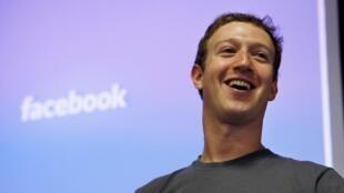 Le PDG de Facebook Mark Zuckerberg, le 6 juillet 2011 au siège de Facebook, à Palo Alto, en Californie.