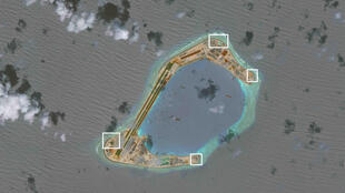 Ảnh chụp vệ tinh của CSIS - AMTI công bố ngày 13/12/2016 cho thấy các điểm đặt pháo phòng không được Trung Quốc triển khai trên đá Xu Bi (Subi) thuộc quần đảo Trường Sa, Biển Đôn