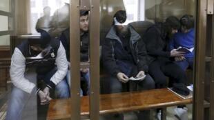 Подсудимые по делу об убийстве Бориса Немцова в Московском окружном военном суде. 1 марта 2016 г.