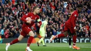 Jordan Henderson, capitán de Liverpool, se precipita después del primer gol de Divock Origi contra el Barça.