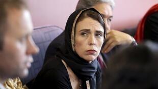 Fira Ministar kasar New Zealand Jacinda Arden, yayin ganawa da iyalan Masallatan da dan ta'adda ya hallaka.