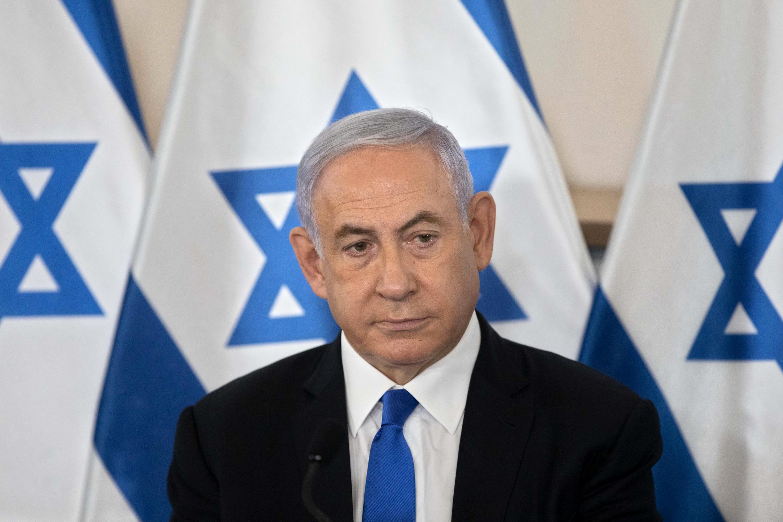 Benjamin Netanyahu, el primer ministro que más tiempo ha ejercido el cargo en Israel y el único que se ha sentado en el banquillo de los acusados sin dejar su puesto