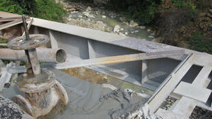 Сброс ядовитых отходов в реку Ахталинским горнообогатительным комбинатом