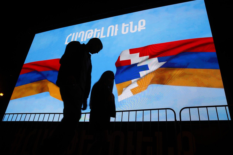 Azerbaijan na Armenia zilishindwa kudumisha mara mbili makubaliano ya usitishaji mapigano yaliyopatanishwa na Urusi. Jumla ya vifo kwa pande zote mbili imezidi 1,000.