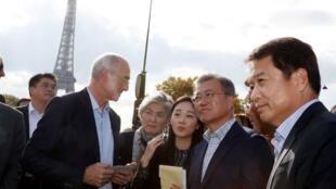 Tổng thống Hàn Quốc Moon Jae-in (thứ 2 từ phải) thăm Paris ngày 14/10/2018.