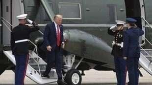 640x410_donald-trump-descend-helicoptere-marine-one-avant-partir-michigan-21-mai-2020