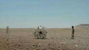 """Mine Kafon"" ingresa a un campo minado."