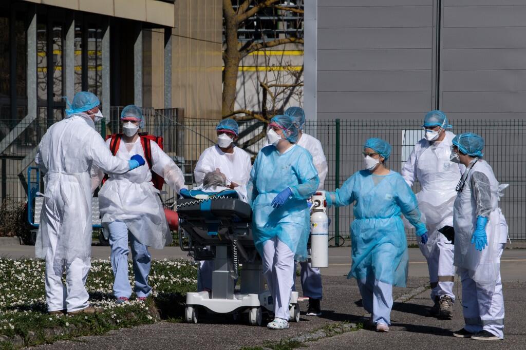 По данным университета Джонса Хопкинса, общее число зараженных COVID-19 в мире превысило 400 тысяч человек.