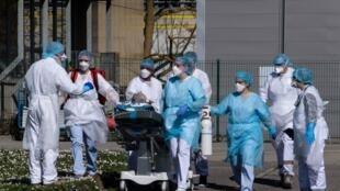 Épidémie de coronavirus : le personnel soignant en première ligne.