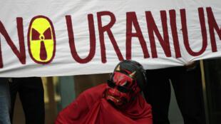 Manifestation de militants anti-nucléaires demandant la fin de l'exploitation de l'uranium, à Melbourne, en mars 2012.