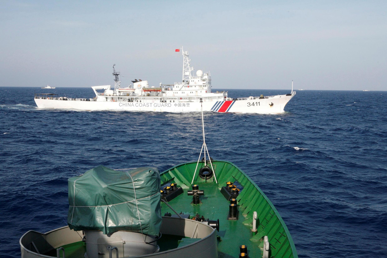 Một tàu hải cảnh Trung Quốc và tàu cảnh sát biển Việt Nam đối đầu trong vụ giàn khoan Hải Dương Thạch Du 981, tại vùng biển cách Việt Nam 130 hải lý. Ảnh tư liệu chụp ngày 14/05/2019.