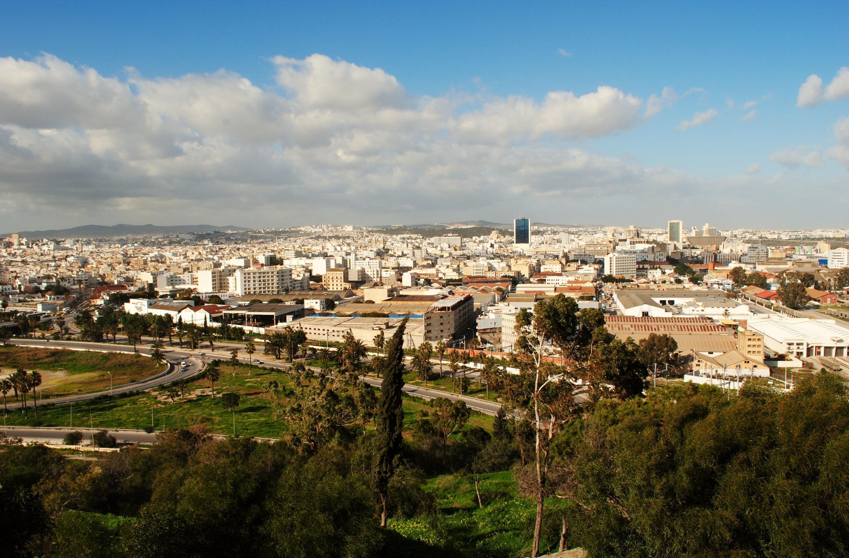 Vue sur la ville de Tunis de la montagne de Sidi Belhassen.