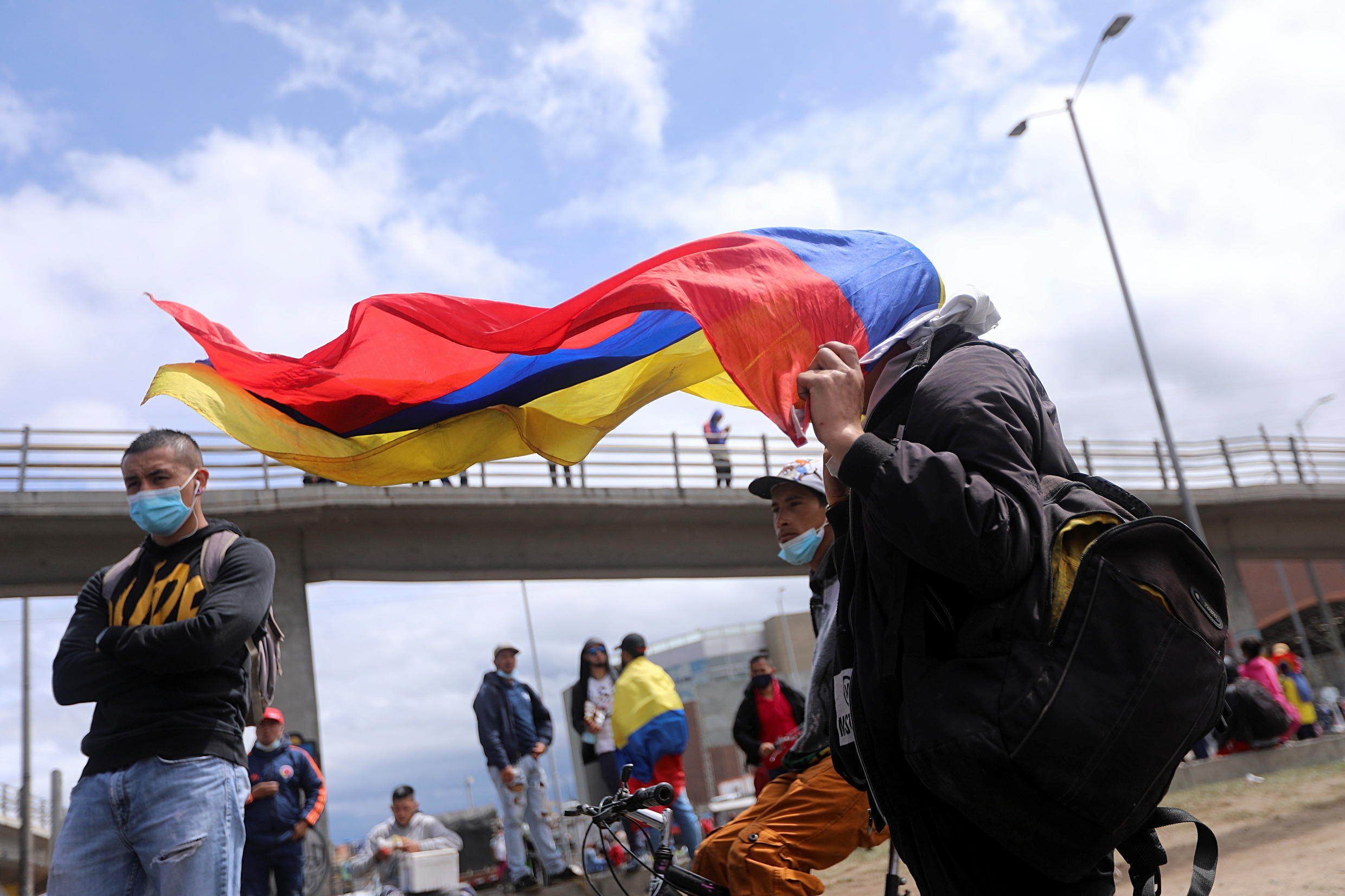 2021-05-24T214259Z_60504774_RC2FMN9YP373_RTRMADP_3_COLOMBIA-PROTESTS