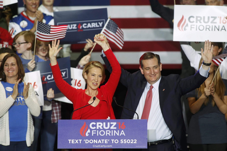Le candidat américain Ted Cruz en compagnie de sa colistière Carly Fiorina au meeting de campagne à Indianapolis, le 27 avril 2016.