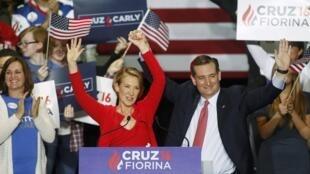 លោកTed Cruz អមដោយលោកស្រី Carly Fiorina នាឱកាសមីទីងនៅIndianapolis,ថ្ងៃ២៧មេសា២០១៦