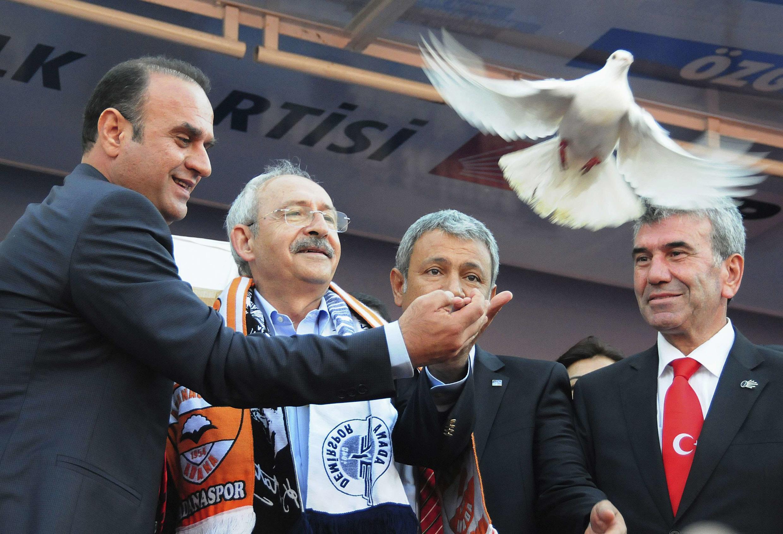 Rassemblement électoral du parti d'opposition CHP à Adana dans le sud du pays avec Kemal Kilicdaroglu, leader du parti (2è G), le 27 mars 2014.
