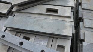 Un bloc qui sert à construitre une maison. Il se compose d'environ 2,5 ou 3 kilos de déchets recyclés.