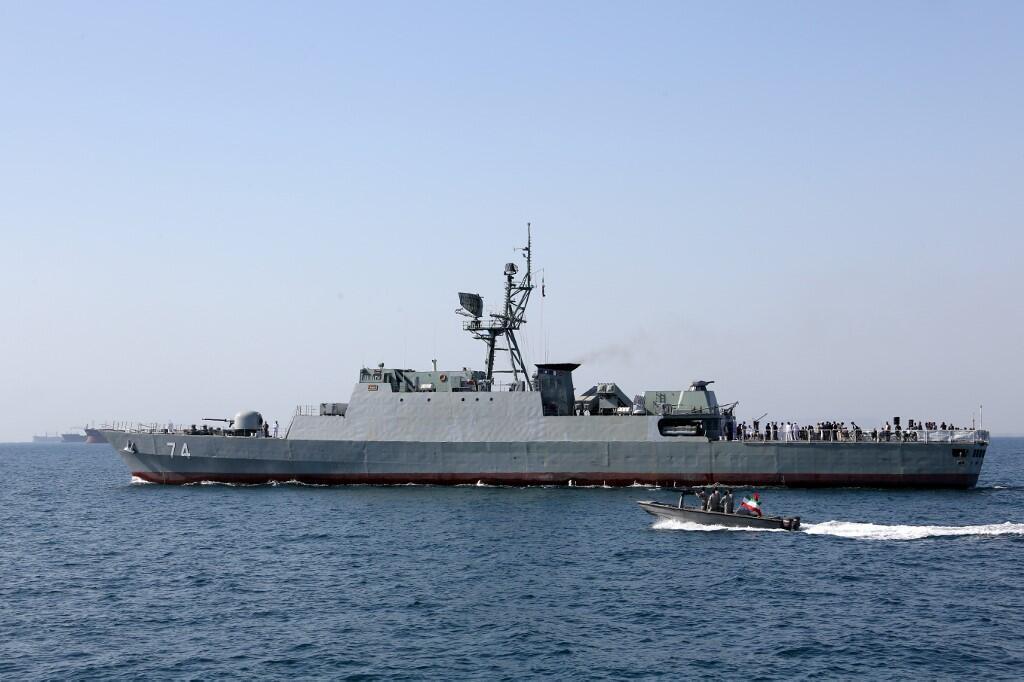 یک کشتی جنگی نیروی دریایی ایران  در تنگه هرمز. تصویر آرشیوی